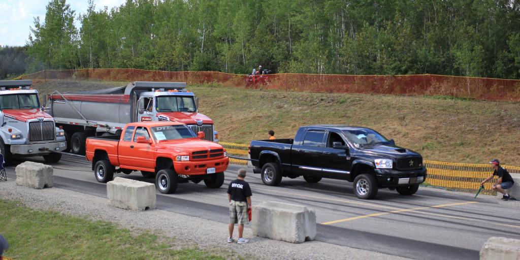 Camions, quatre roues, pick up, tondeuses... Ça court! Photo : courtoisie