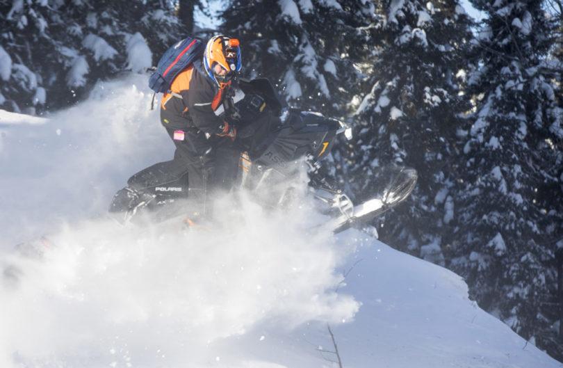 La motoneige hors piste jusqu'en avril: destination Cochrane